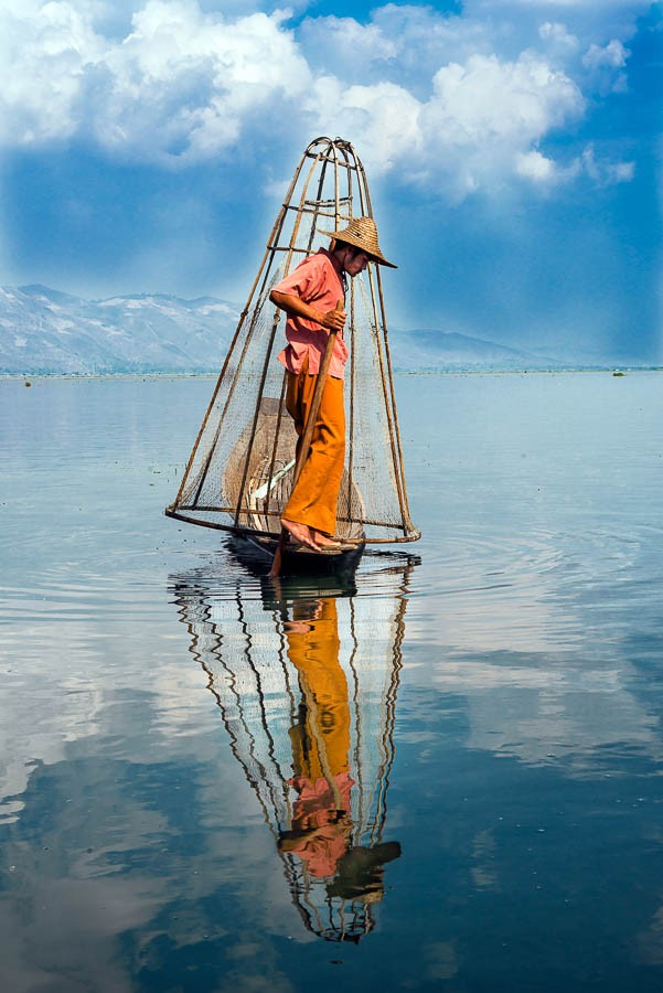 Laurent MOREAU photographe- Laurent Moreau photographer - Birmanie- Myanmar - lac Inle - Inle lake-état Shan- Shan state- pêcheur avec son filet - fischerman with his net