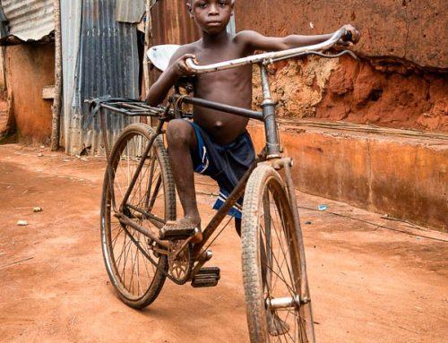 bénin9-enfant vélo