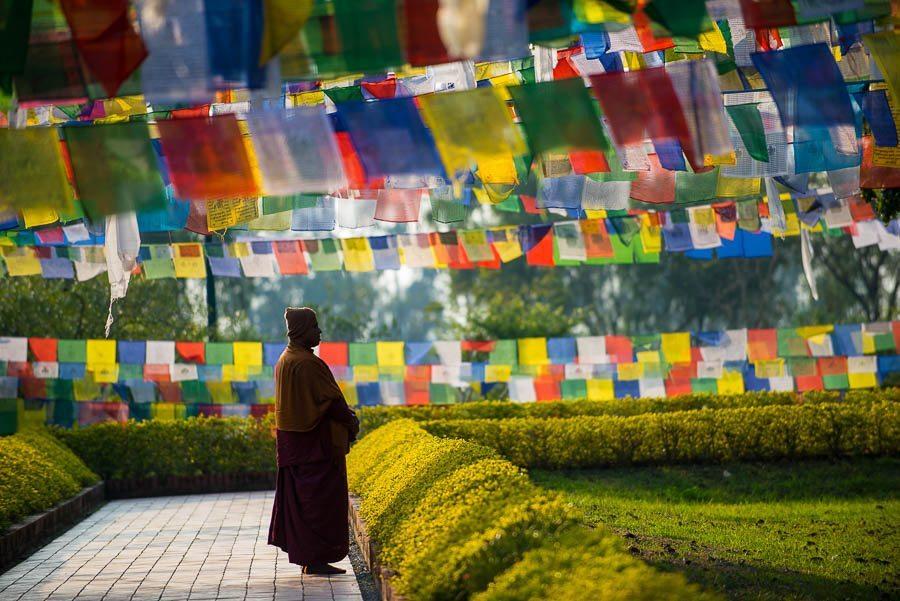 Laurent MOREAU photographe- Nepal Lumbini- drapeaux de prière - prayer flags- moine - monk- lieu de naissance du Bouddha